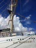 在格丁尼亚口岸的Dar Mlodziezy高船 免版税图库摄影