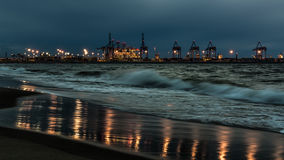 在格但斯克北口岸的夜视图 图库摄影