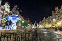 在格但斯克大街的海王星喷泉叫Dluga 免版税图库摄影