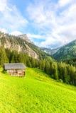 在格斯塔德,瑞士附近的山风景 免版税库存图片