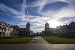 在格林威治伦敦的繁忙的天空 免版税库存照片
