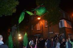 在格林威治和港区国际节日2012年6月23日的下来Insectes罗马路 免版税库存图片