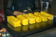 在格栅涂黄油的面包涂上 免版税图库摄影