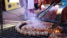 在格栅的泰国香肠 影视素材