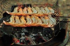 在格栅的烤大虾 库存图片