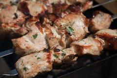 在格栅的烤肉串烧烤 BBQ党 免版税库存图片