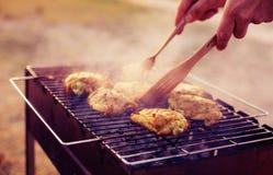 在格栅的烤肉鸡 库存图片