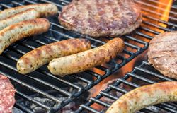在格栅的肉一串可口烤肉的 库存图片