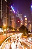 在格洛斯特路的交通在晚上 免版税库存图片