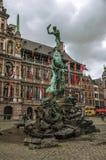 在格罗特集市广场的Brabos's纪念碑在安特卫普 免版税库存照片