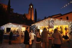 在格雷乔小的村庄的圣诞节市场在意大利 库存照片