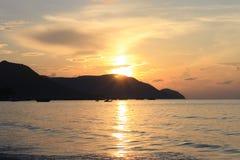 在桂海上的日出 库存照片