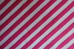 在桃红色和白色的织品与对角条纹 免版税库存照片
