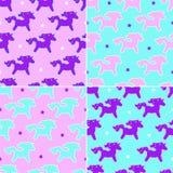 在桃红色和蓝色背景的四个独角兽梦想样式与星 库存例证