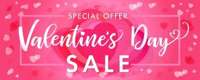 在桃红色心脏的销售横幅愉快的情人节典雅的字法 免版税库存图片