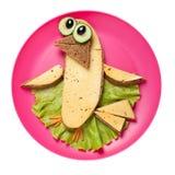 在桃红色板材做的滑稽的三明治鸟 免版税库存图片