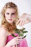 在桃红色样式的时装模特儿 免版税库存图片