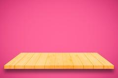 在桃红色梯度墙壁背景的木架子 免版税库存照片
