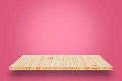 在桃红色梯度背景的空的木架子 免版税图库摄影