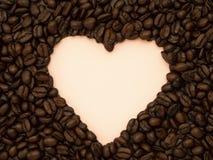 在桃红色的心形的咖啡豆 库存照片