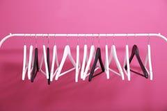 在桃红色的现代挂衣架 免版税图库摄影