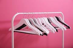 在桃红色的现代挂衣架 免版税库存照片
