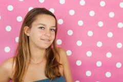 在桃红色的青少年的女孩画象 免版税库存照片