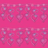 在桃红色背景的心脏下垂链无缝的样式 免版税图库摄影