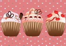 在桃红色背景的杯形蛋糕 免版税图库摄影