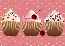 在桃红色背景的杯形蛋糕 免版税库存图片