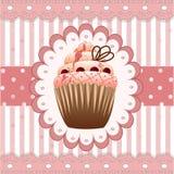 在桃红色背景的蔓越桔杯形蛋糕 库存照片