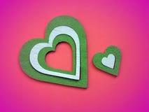 在桃红色背景的绿色心脏 库存照片