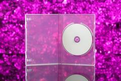 在桃红色背景的CD/DVD箱子 库存照片