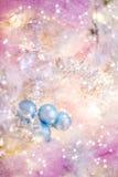 在桃红色蓝色和金牌的可爱的圣诞节背景 免版税图库摄影