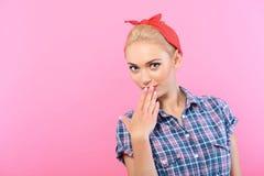 在桃红色隔绝的女孩的美丽的别针 免版税库存照片