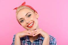 在桃红色隔绝的女孩的美丽的别针 库存图片