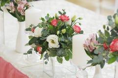 在桃红色颜色的婚礼装饰 库存图片