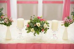 在桃红色颜色的婚礼装饰 图库摄影