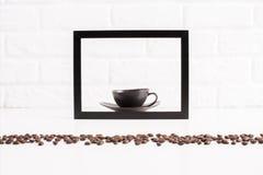 在框架里面的咖啡杯 免版税图库摄影