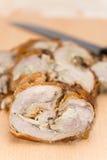 在桌上供食的滚动的猪肉 免版税库存图片