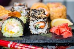 在桌上分类的寿司 库存图片