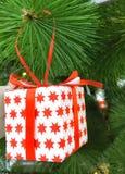 在桌上是一只五颜六色的圣诞节袜子 图库摄影