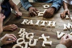 在桌上的一个木字母表信念词 图库摄影