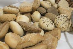 在桌上的一些面包 库存图片