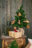 在桌上的一点圣诞树 免版税库存照片