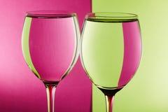在桌上的两块玻璃 库存图片