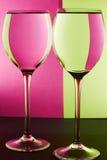 在桌上的两块玻璃 免版税库存图片