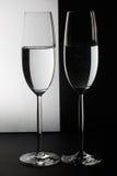 在桌上的两块玻璃 免版税图库摄影