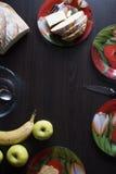 在桌上的健康早餐 免版税库存图片