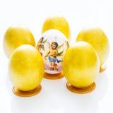 在桌上的六个复活节彩蛋 免版税库存照片